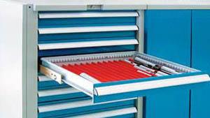 配备的工具柜可用于存放小型钻头