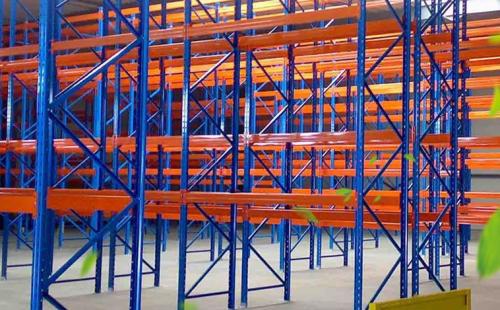 阁楼平台货架的设计细节